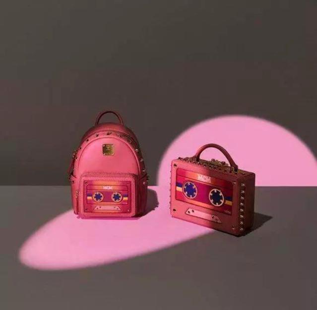 MCM推出七夕特别款包包佩饰  黑粉为主题色