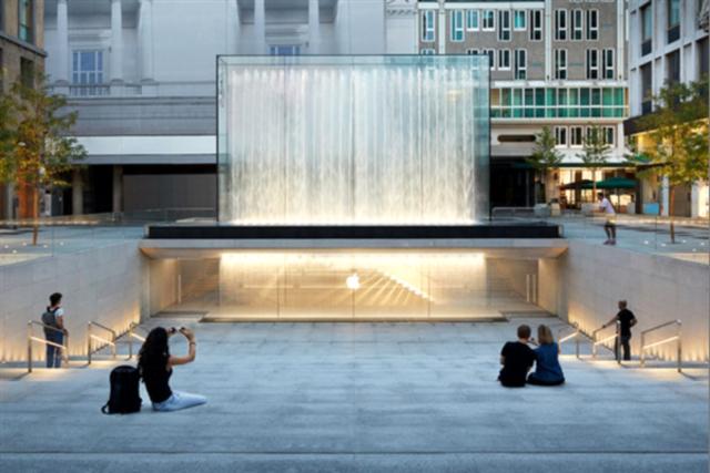 苹果Apple Store 米兰自由广场 行走在艺术之上